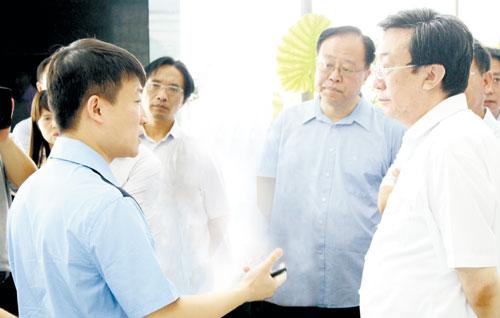 郭庚茂参观云和数据公司