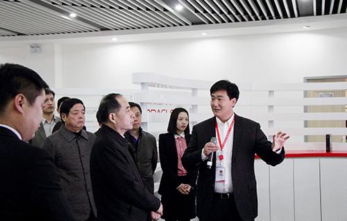 刘伟参观云和数据公司