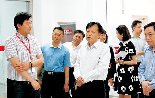 尹晋华参观云和数据公司