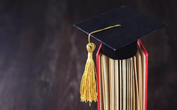 配图1 教育部:高校不准将毕业证书、学位证书发放与毕业生签约挂钩.jpg