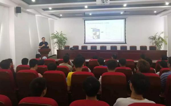 配图1 第46届世界技能大赛云计算项目郑州代表队选拔赛宣讲走进郑州科技学院.jpg